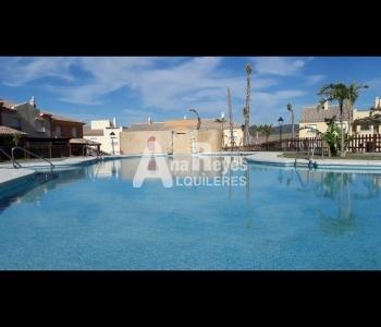 Alquiler de preciosa casa en urbanización privada de Atlanterra