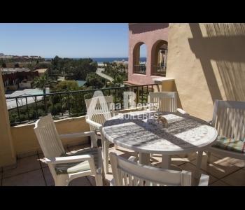 Alquiler estupendo ático con vistas en la urbanización Jardines de Zahara en Zahara de los Atunes